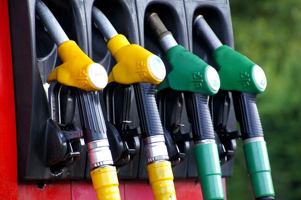 Co warto wiedzieć na temat paliwowych koncernów, jeżdżąc autem?
